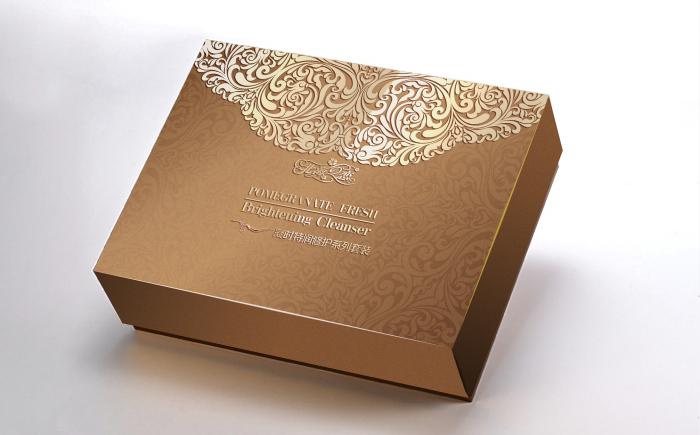 【资讯】河南化妆品通用盒字体设计 化妆品包装盒厂家为大家讲述制盒过程
