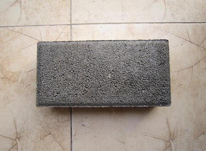灰色粗面彩砖