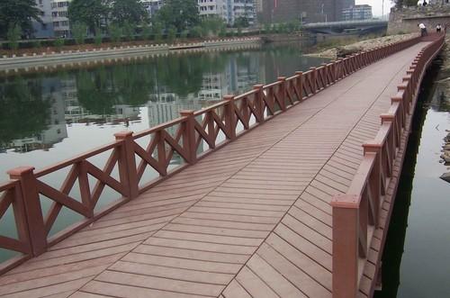 塑木护栏与地板结合