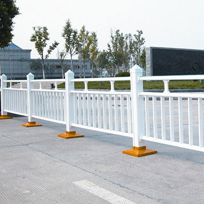 不锈钢护栏多少钱一米