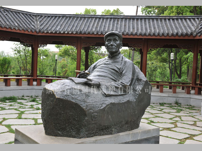 《卧佛聂绀弩》铸铜雕塑