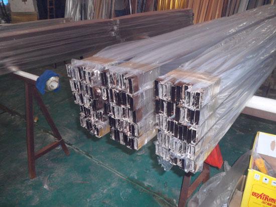 晶钢门铝材厂家