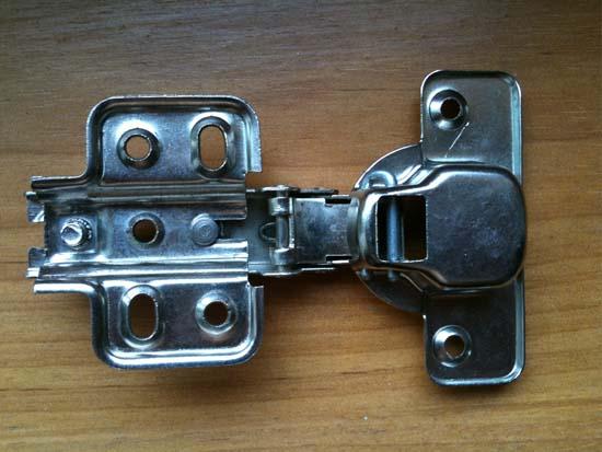【图文】铝合金橱柜的发展_晶钢门铝材会容易生锈吗