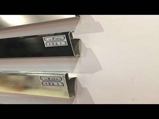 【资讯】铝合金橱柜的前景分析 郑州晶钢门铝材的选购注意事项