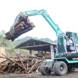 轮胎式抓木机