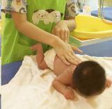 宝宝抚触按摩