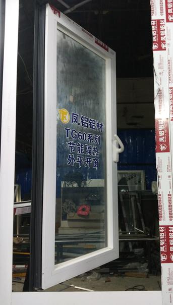 �ら��骞冲�绐�
