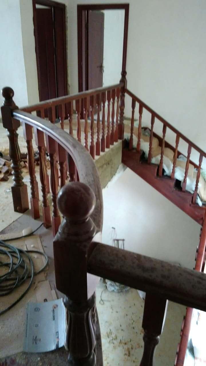 木楼梯整体扶手