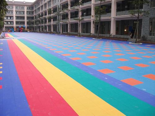 幼儿园地板