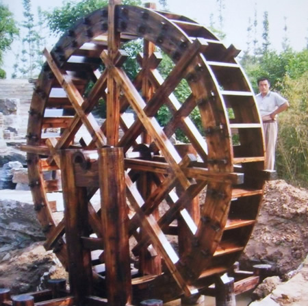 景区防腐木风车
