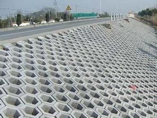 水工护坡砖铺设