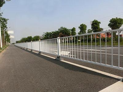 【文章】石家庄锌钢护栏口碑好原因 河北锌钢护栏与铁艺相对比的优势!