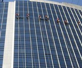 东莞专业外墙玻璃洗濯公司
