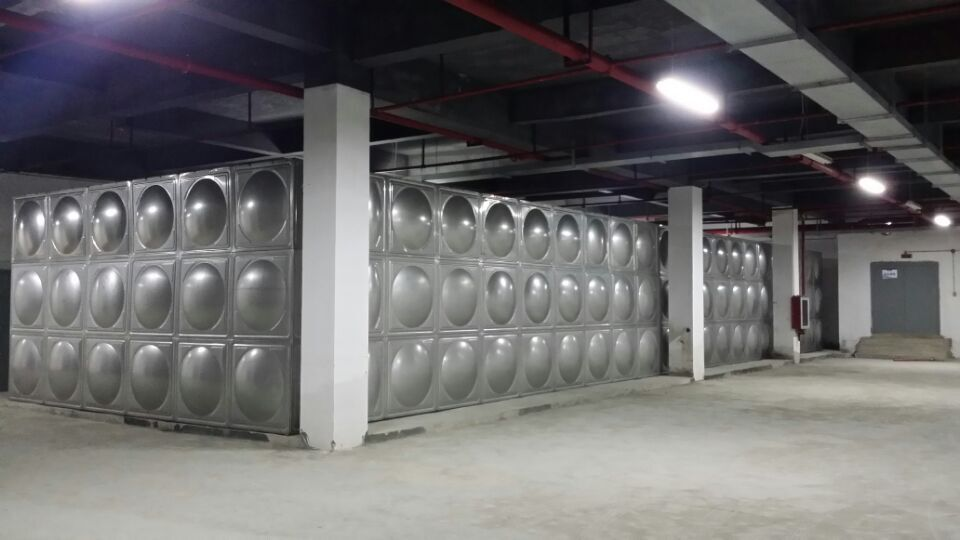 300多吨不锈钢水箱