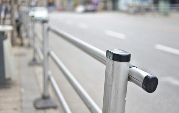 交通护栏厂家