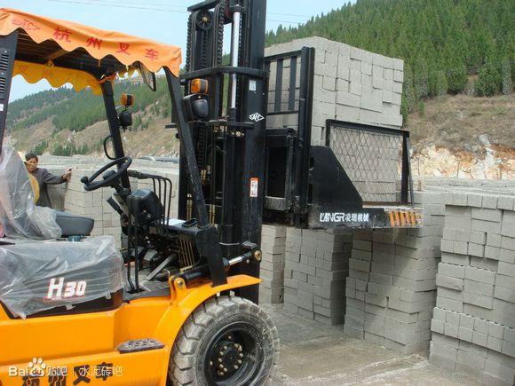 水泥运砖车