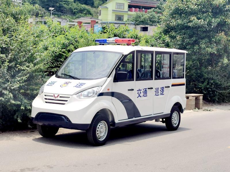 五菱M100巡逻6-8座燃油巡逻车