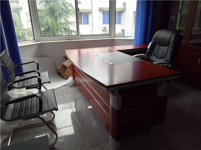 现场家具图片-班台办公桌