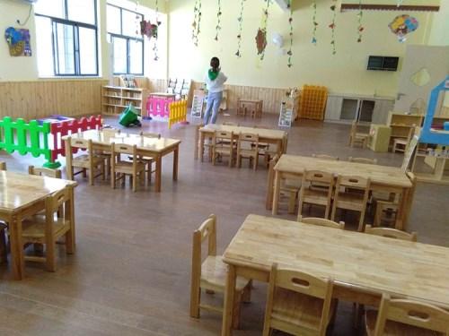 幼儿园实木桌椅价格
