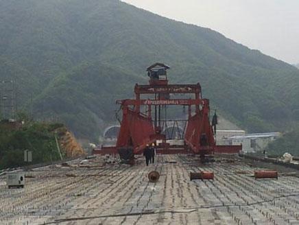 铁路架桥机之广东长大广乐高速T23标架桥
