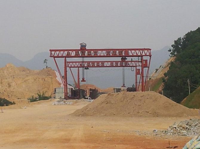 龙门吊公司之广东长大广乐高速T23标门吊