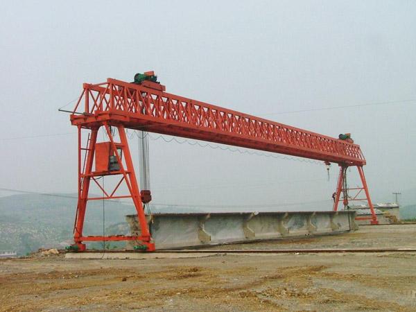 铁路架桥机之起降低度20米龙门吊施工