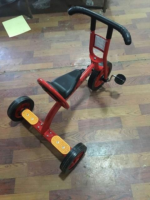幼儿园儿童脚踏三轮车