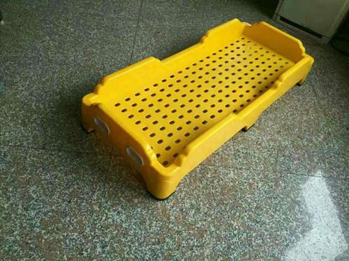 幼儿园塑料床