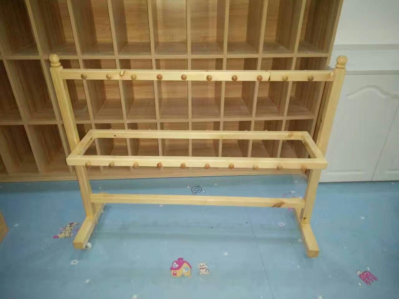 幼儿园木制毛巾架