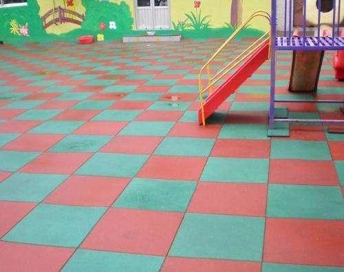 幼儿园操场地垫