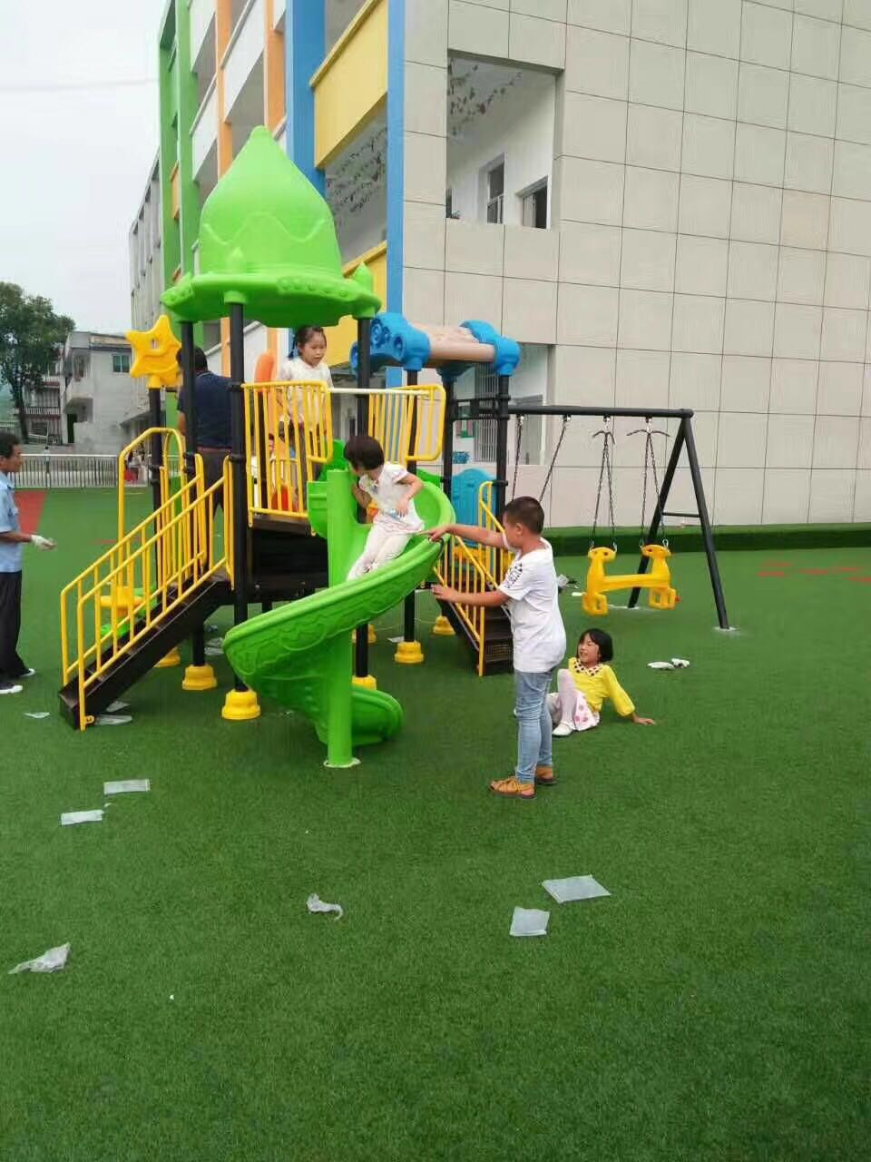 幼儿园室外滑梯