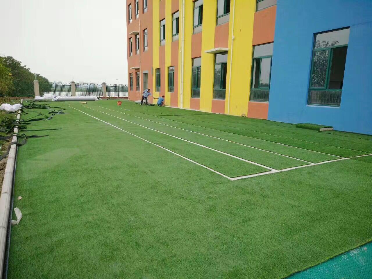 幼儿园人工草坪价格