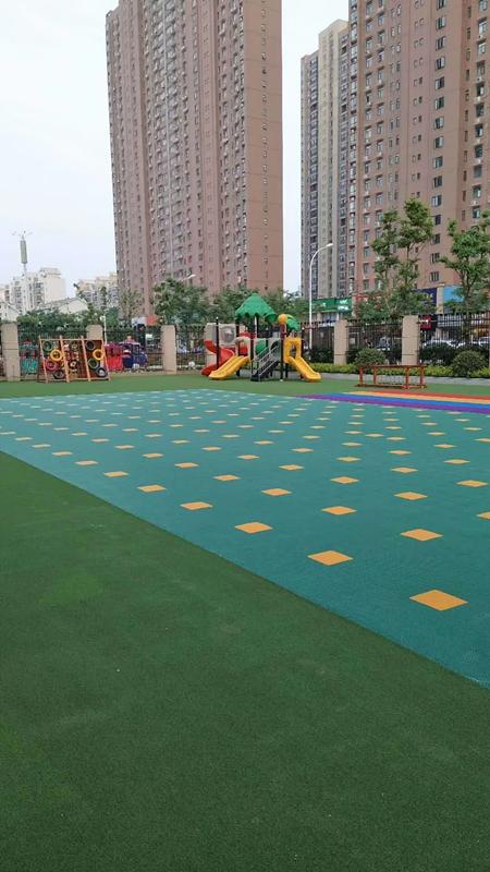 �q�幼儿园户外地板