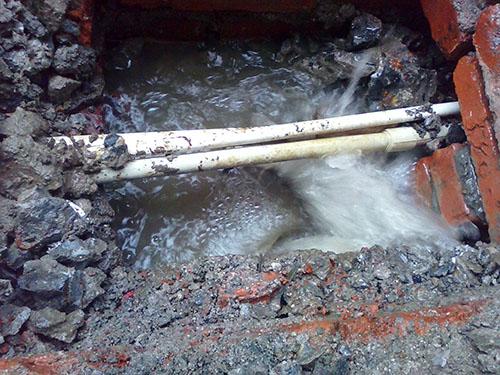 自来水管道漏水维修