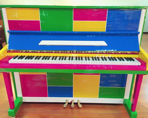 罗兰特钢琴
