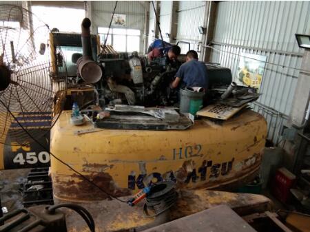 挖掘机憋车,挖掘机憋车动作慢怎么回事?