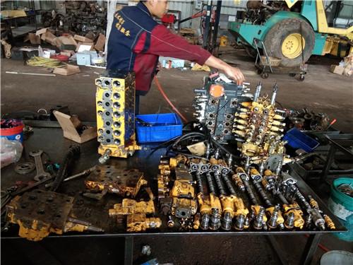 赶水神钢SK350LC-10挖掘机抬大臂和中臂憋车