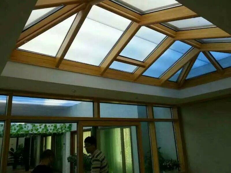 铝包木阳光房的内部展示