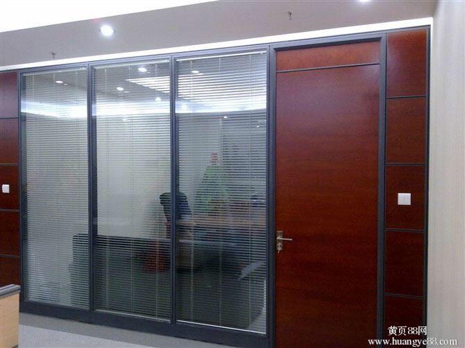 【原创】石家庄单层玻璃隔断特点 百叶隔断的国家质量标准