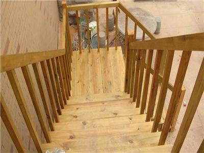 防腐木木梯制作