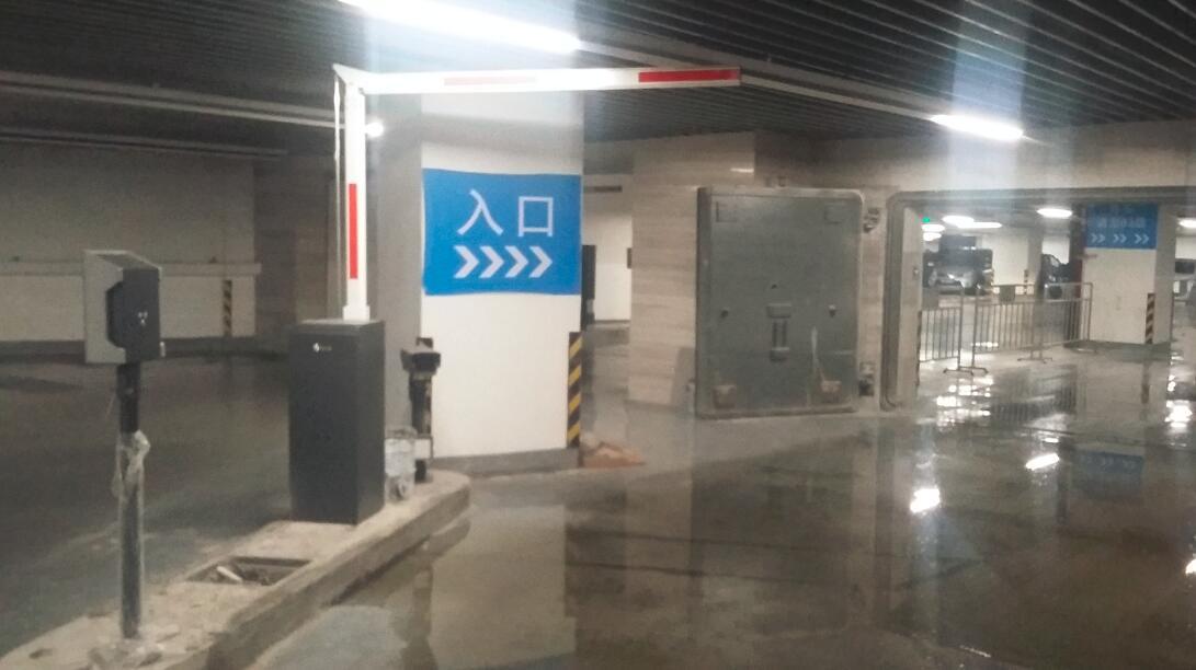 郑州丹尼斯大卫城地下车库车牌识别导向系统