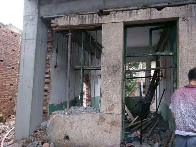 废弃房墙体改梁