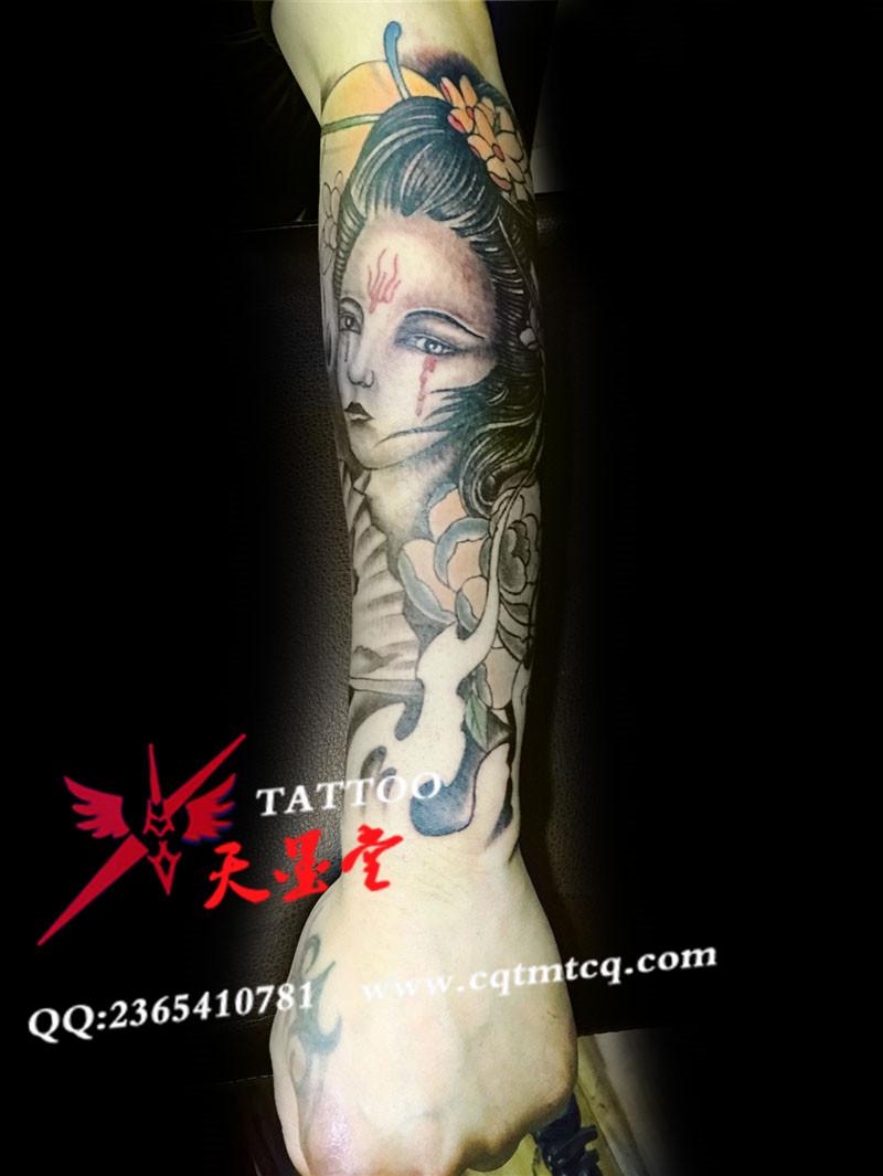 包小臂彩色纹身艺妓风格