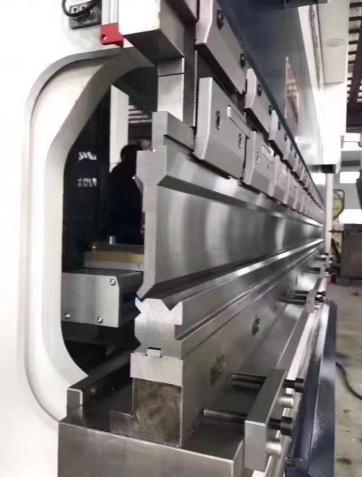 天津折弯机