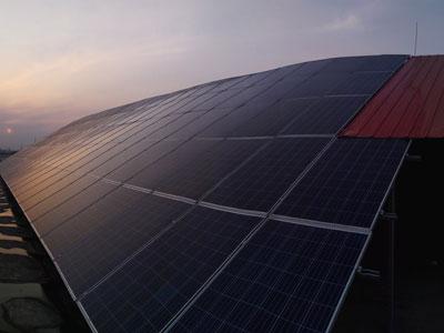 【图文】太阳能发电农村致富新途径_光伏发电厂家能让省钱又生钱