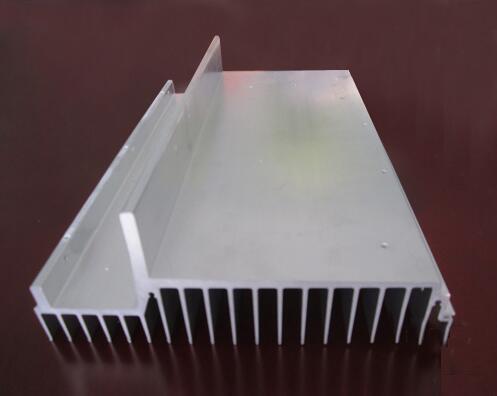 焊机用散热器