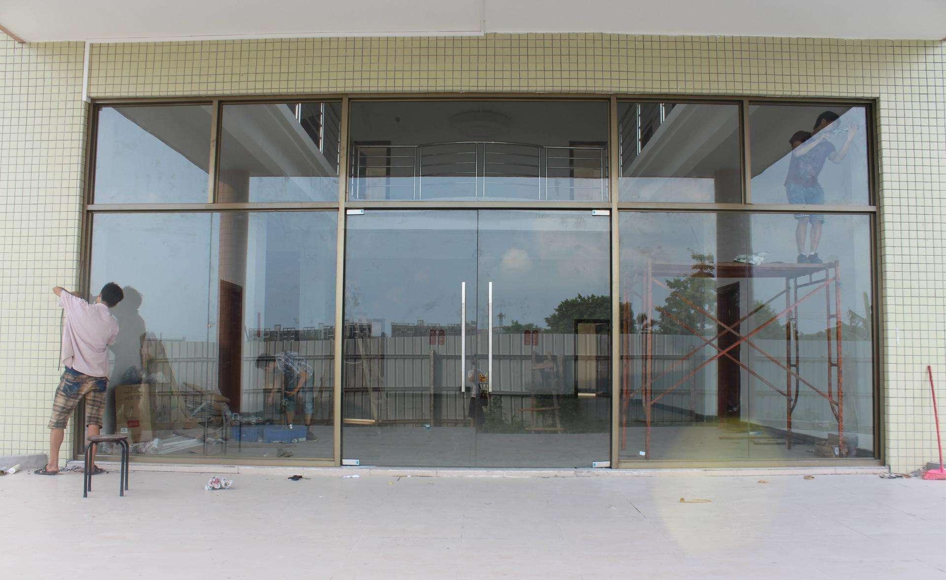 安装玻璃门