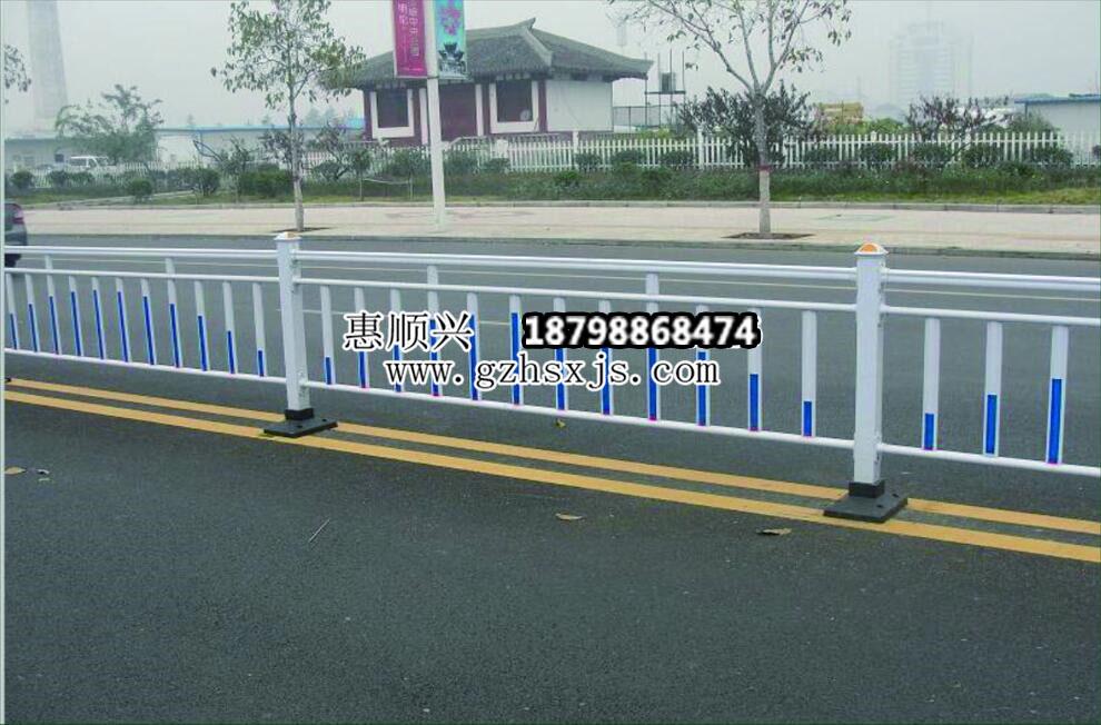 交通护栏安装