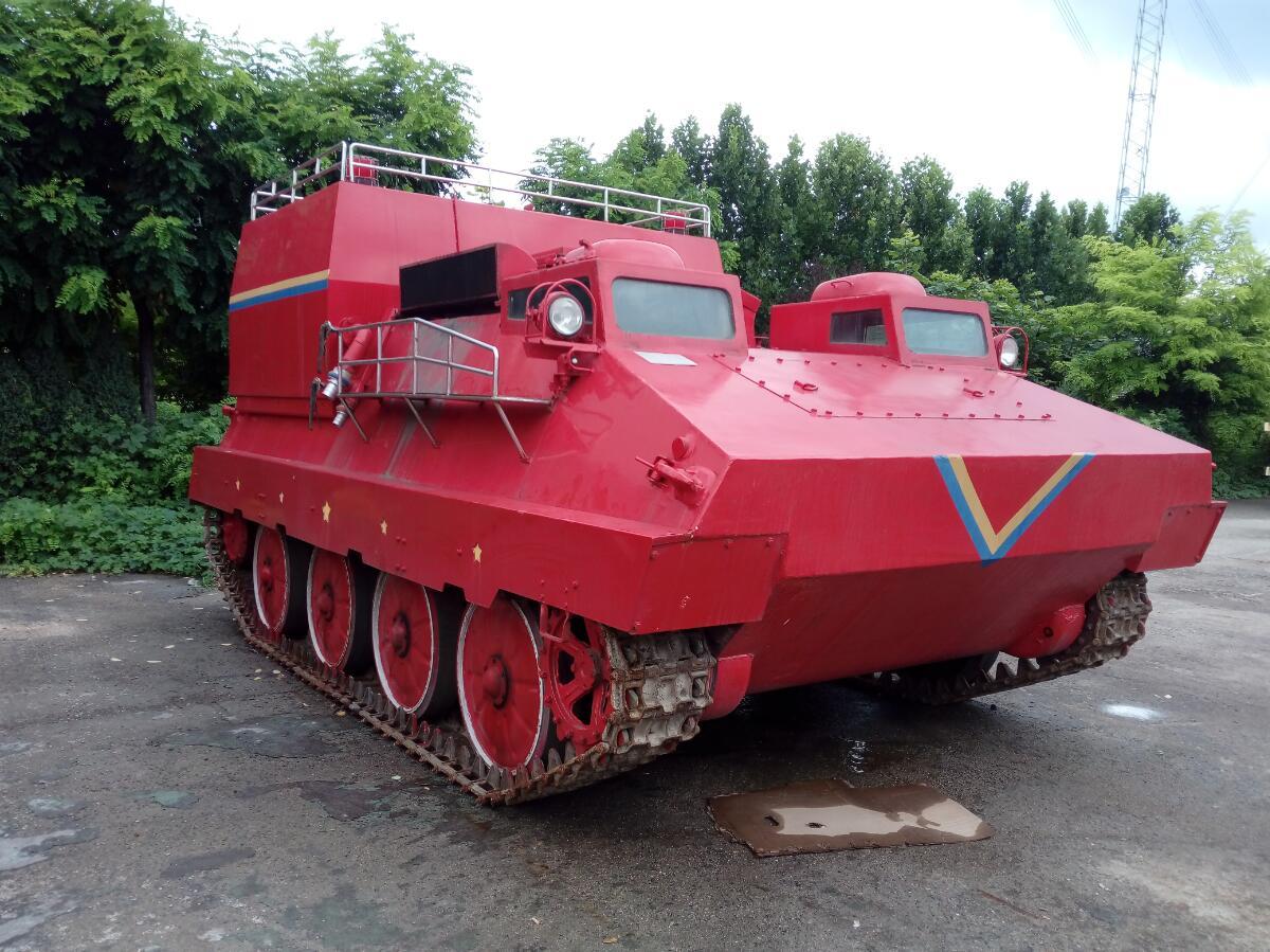 履带式输送救援消防车