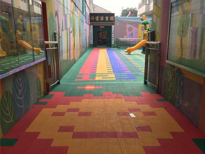 幼儿园彩色悬浮地板厂家